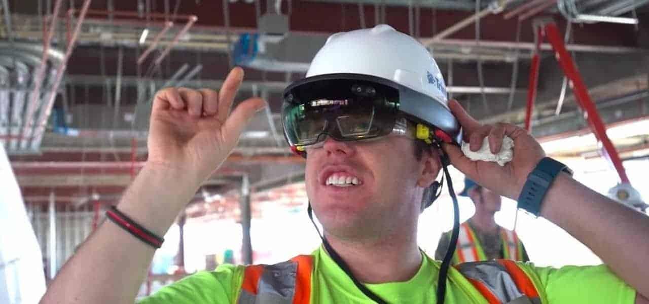 Microsoft Mobile World Congress Invite Hints at HoloLens 2